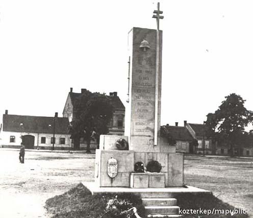 A szombathelyi tűzoltó emlékmű, melyet 1934-ben állítottak. Az 1950-es években a településnek ezt a részét átrendezték és eltávolították az emlékművet