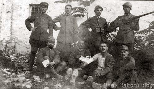 Olasz katonák. A fényképet Kókay László az 1917. augusztus 22-én általa foglyul ejtett olaszoktól kapta (Kókay László hagyatékából)