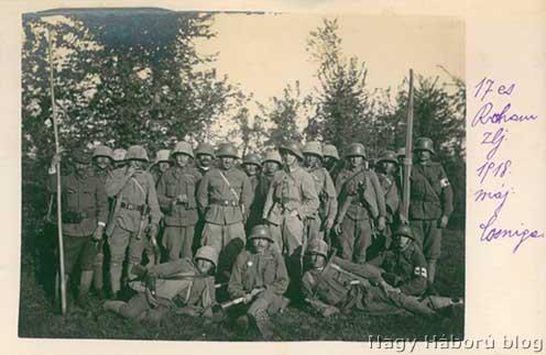 Kókay László (középen) 17-es rohamzászlóaljbeli sturmosokkal 1918 májusában Cosnigán