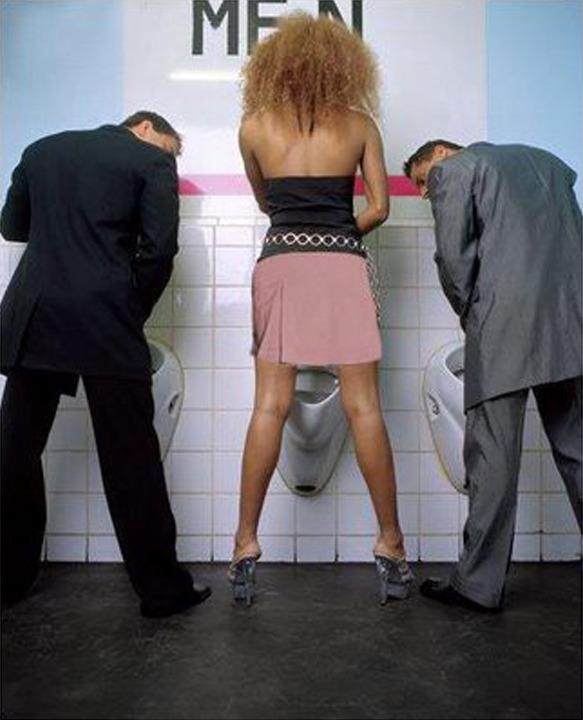 Видео девки используют мужиков вместо туалета 103